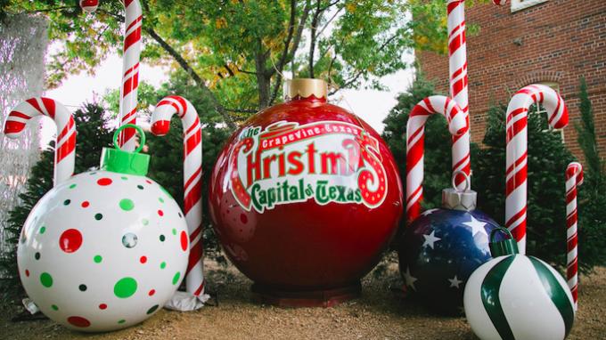 Christmas on Main in Grapevine @ Grapevine Town Square Gazebo